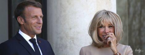 Конфуз на официальной встрече: Брижит Макрон продемонстрировала мокрые подмышки