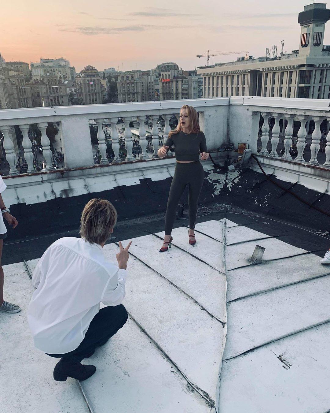 Тіна Кароль на даху консерваторії_2