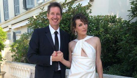 Втретє вагітна Міла Йовович ніжно привітала чоловіка з річницею весілля