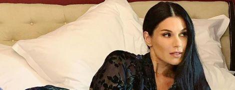 На ліжку у напівпрозорому халаті з пір'ям: сексуальний лук Маші Єфросиніної