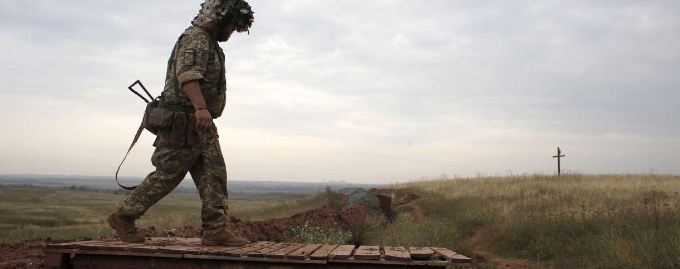 Українські військові на Донбасі потрапили під обстріл. Є загиблий