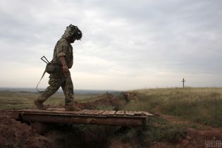 Украинские военные на Донбассе попали под обстрел. Есть погибший