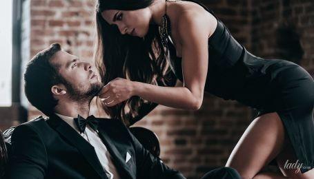 Почему женщины любят богатых мужчин