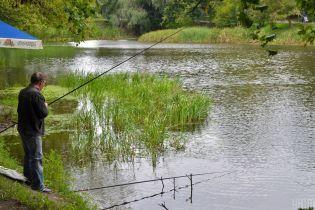 На столичных Нивках в озере нашли тело 21-летнего юноши