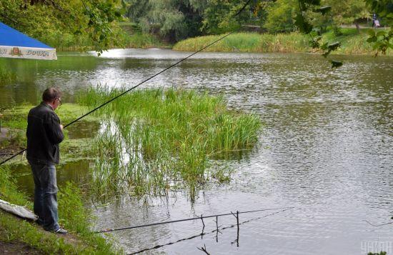 На столичних Нивках в озері знайшли тіло 21-річного юнака