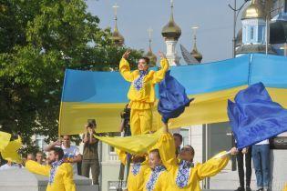 От Львова до оккупированного Краснодона: в День флага Украина расцвела синим и желтым цветами
