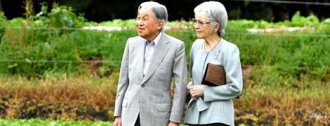 На грядці і під руку: почесні імператор та імператриця Японії зустрілися з фермерами