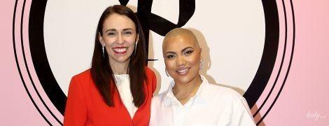 У червоному жакеті і з червоною помадою: прем'єр-міністерка Нової Зеландії на зустрічі з хореографом