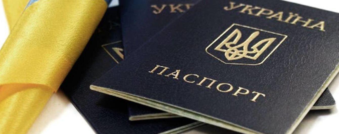 Двое украинцев подали иск против Кабмина за запрет пересекать границу с РФ по украинскому паспорту
