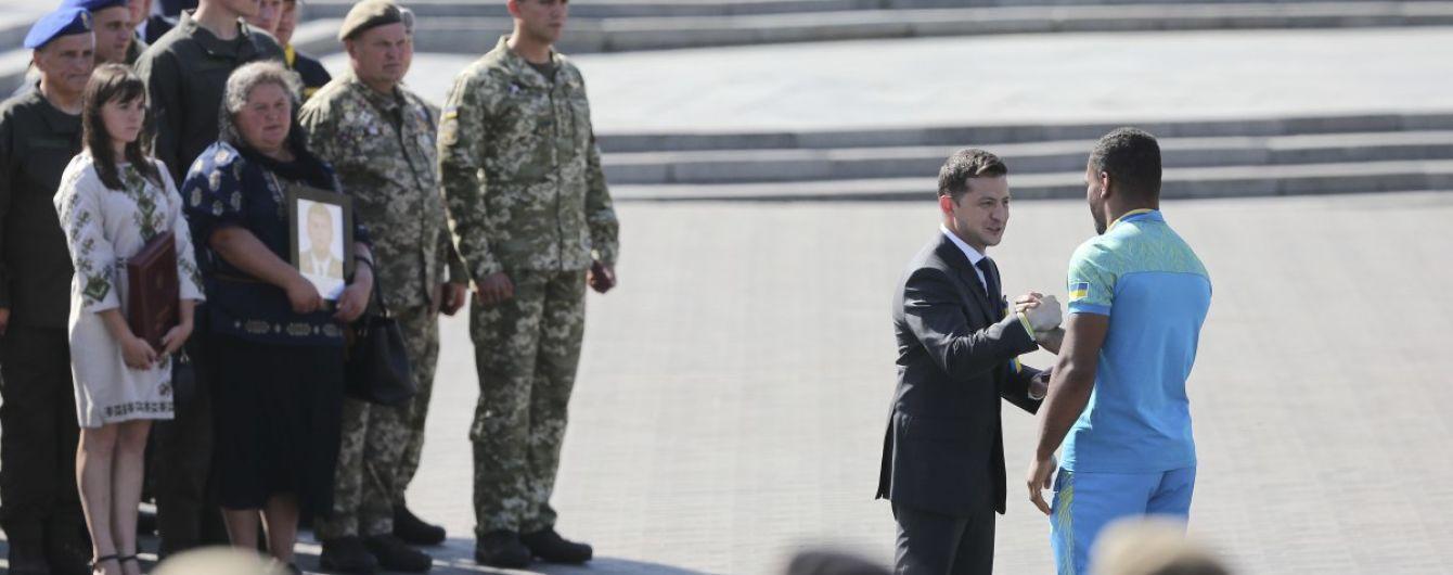 В День Независимости Зеленский наградил украинцев