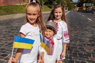 В Киеве и Вашингтоне пробежали марафоны в вышиванках