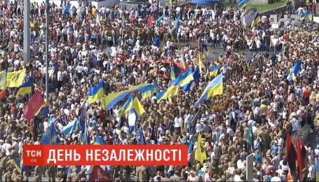 Десятки тысяч людей приняли участие в Марше защитников Украины ко Дню Независимости