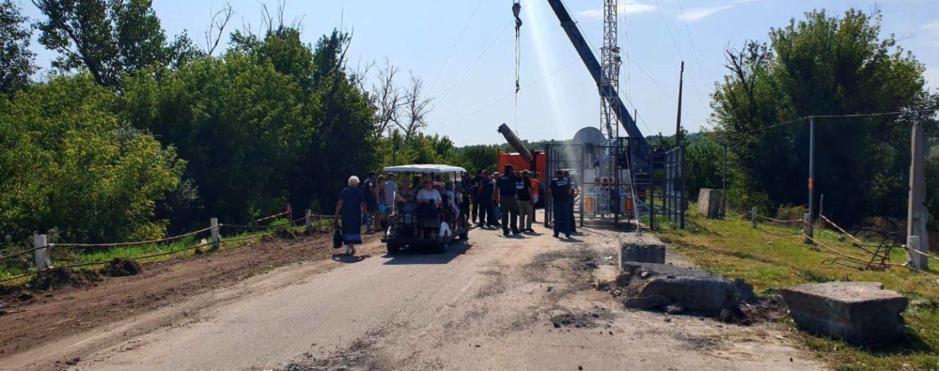 У президента показали на відео, як відновлювали міст у Станиці Луганській