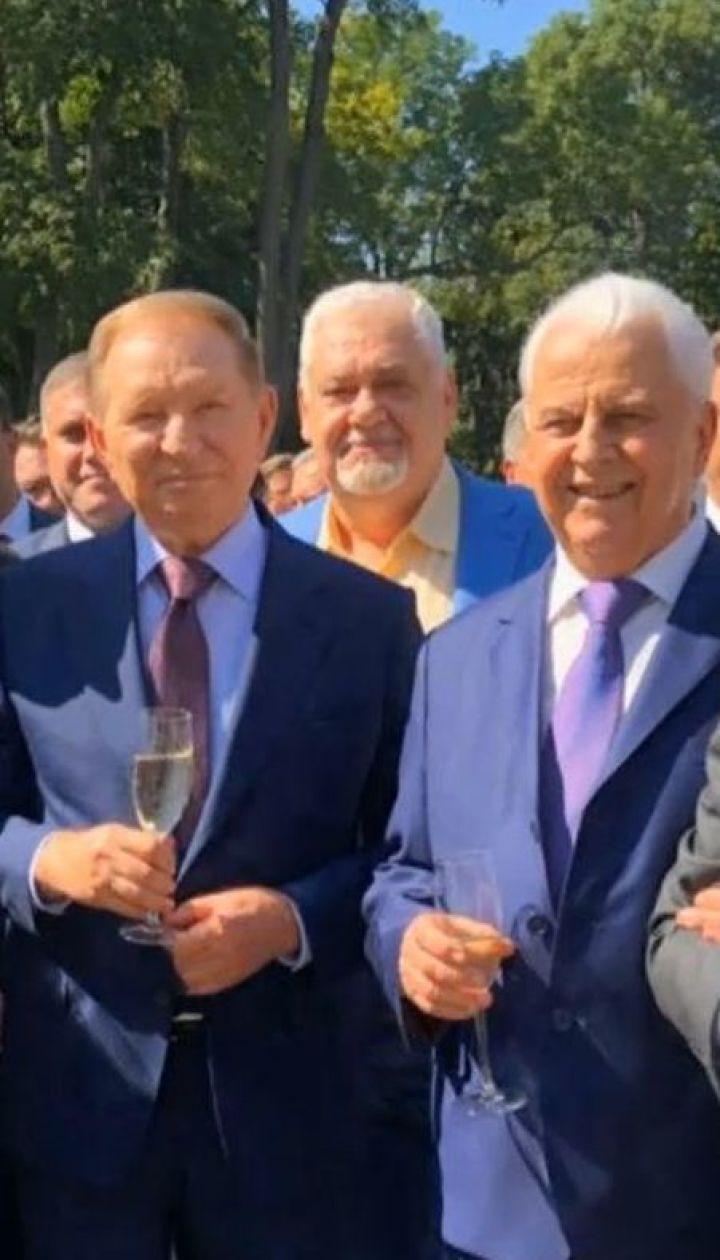 Усі, крім Януковича: у Мережі з'явилося фото п'яти українських президентів