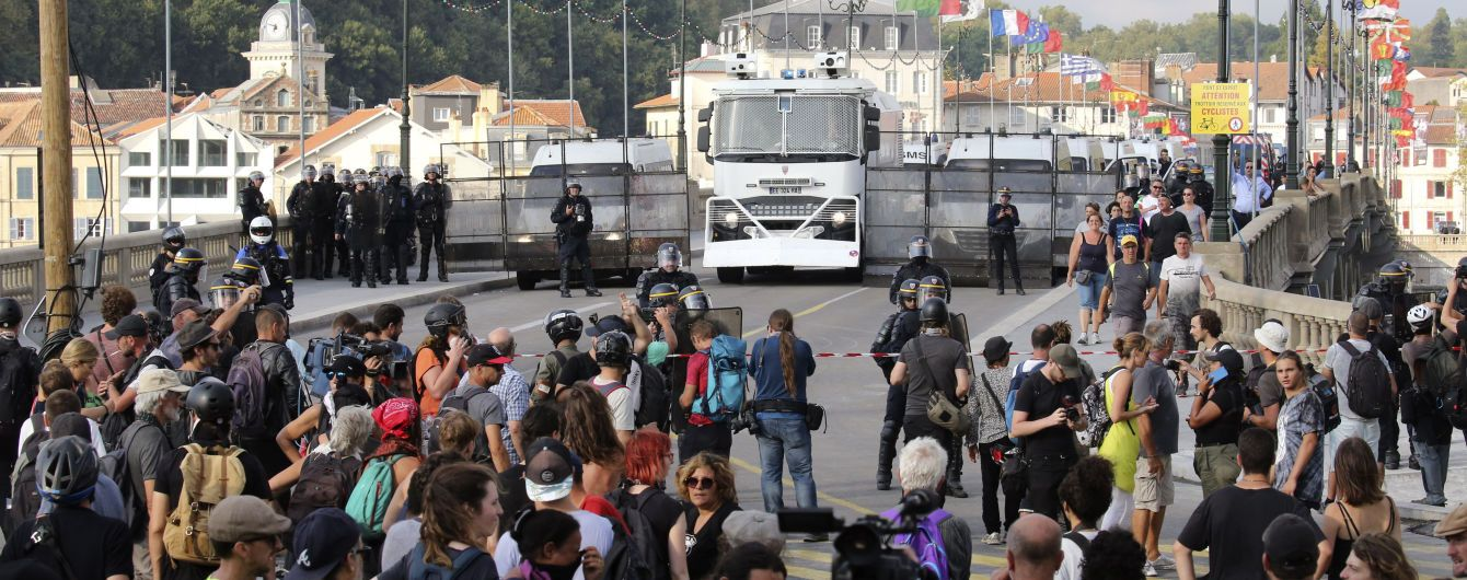 Во время столкновений противников саммита G7 с полицией было задержано 68 человек