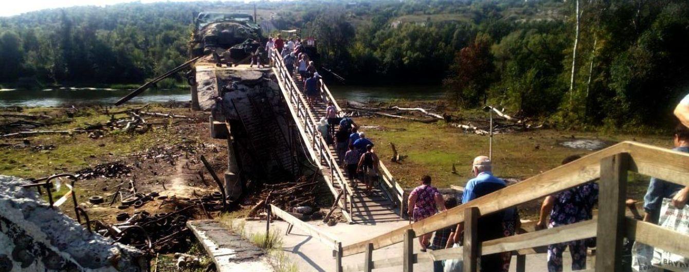 В Сети запустили трансляцию восстановления разрушенного моста под Станицей Луганской