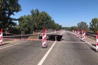 """В """"Укравтодоре"""" объяснили, почему обвалился путепровод возле Харькова"""