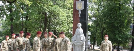 В Житомирской области облили красной краской новый Мемориал воинам-защитникам Украины