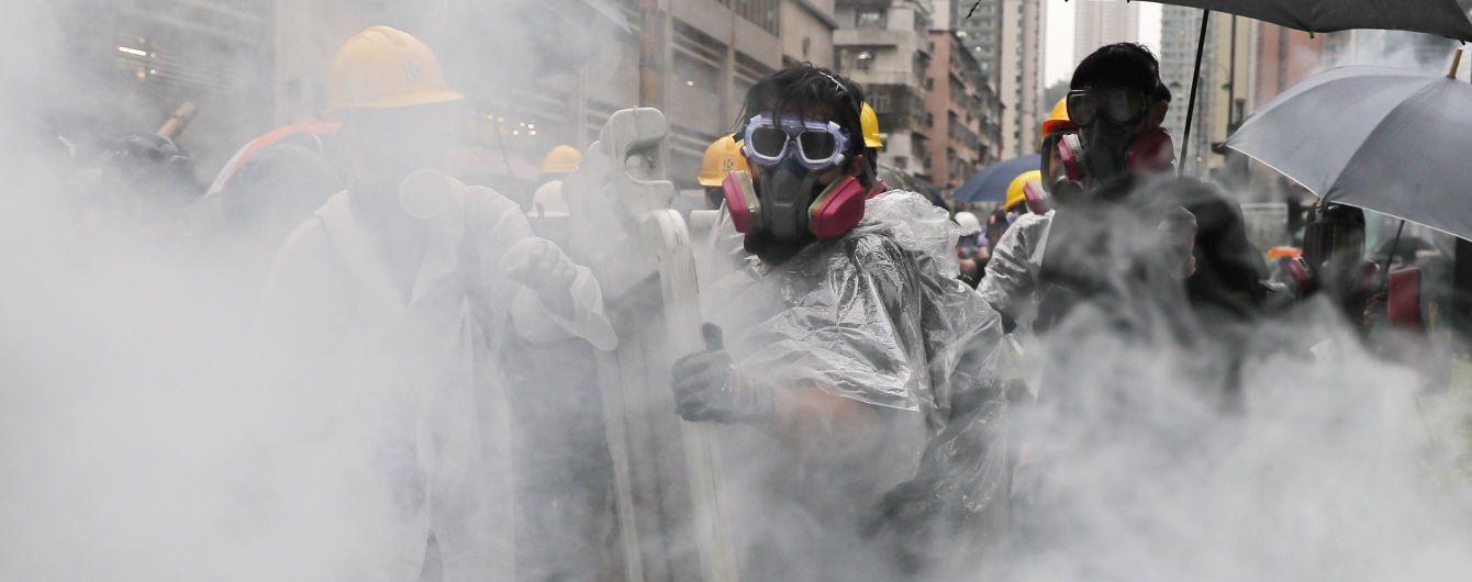 После столкновений в Гонконге в больницы попали более 30 протестующих