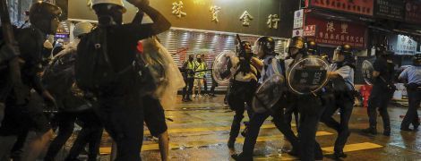 В Гонконге полиция впервые применила огнестрельное оружие во время протестов