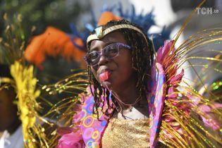 В Лондоне во время карнавала задержали почти сотню людей: пострадали 12 полицейских