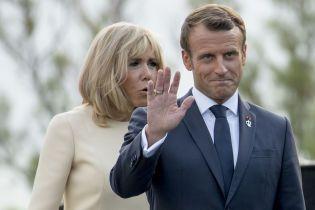 """Президент Бразилии язвительно прокомментировал фото с женой Макрона. Тот также """"вкусно"""" ответил"""