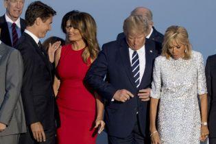 Планирует побег в Канаду. В Сети смеются над фото с поцелуем жены Трампа и Трюдо