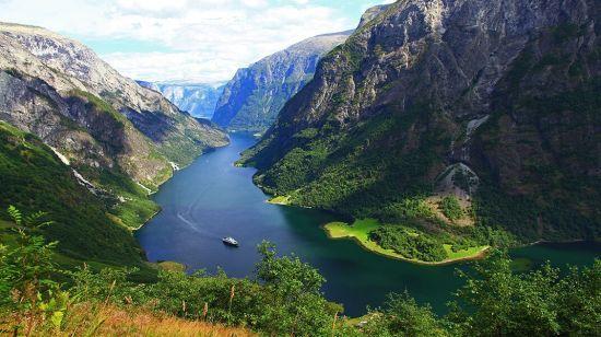 У Мережі з'явилося відео найкрасивішого місця Норвегії з висоти пташиного польоту