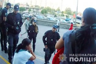 Поліцейські затримали групу злодійок, які обікрали іноземця на київському залізничному вокзалі