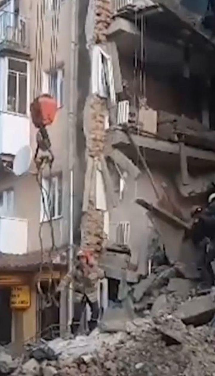 Щонайменше двоє людей загинули унаслідок обвалу будинку в Дрогобичі