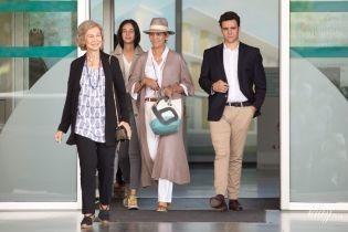 Иногда случается: стильные испанские принцессы и их мать - 80-летняя королева София, попали в объективы папарацци