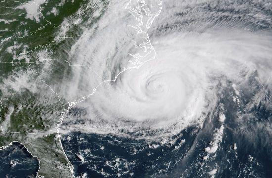 """Ураган """"Доріан"""", через який Трамп скасував візит до Польщі, посилився до четвертої категорії"""