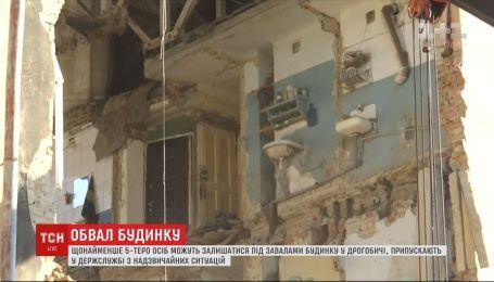 5 человек еще могут находиться под завалами дома в Дрогобыче