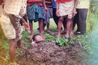 """Крестьяне закопали индейца в навоз, чтобы """"вылечить"""" от удара молнии"""