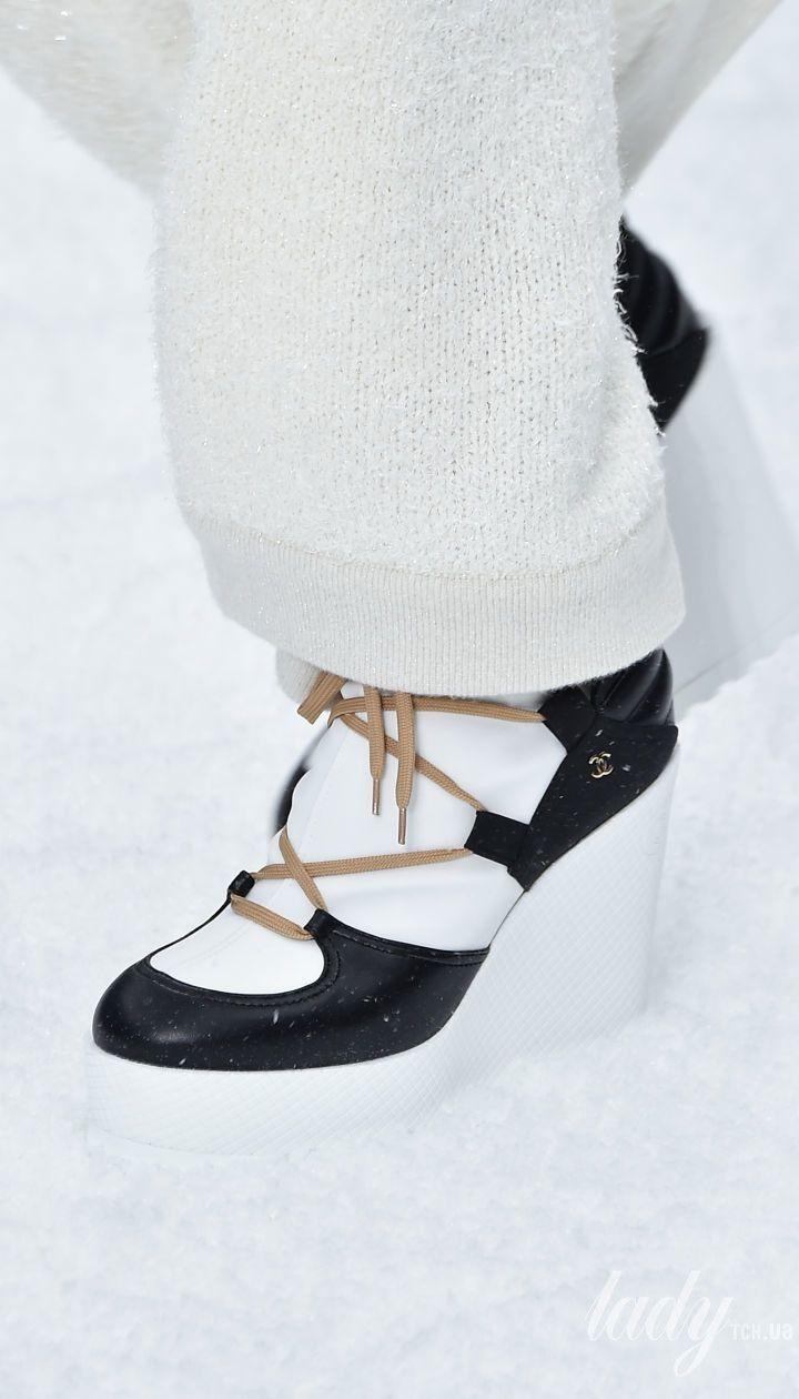 Коллекция Chanel прет-а-порте сезона осень-зима 2019-2020 @ Getty Images