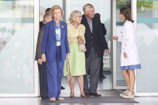 Переборщила с длиной: 80-летняя королева София надела неудачный костюм