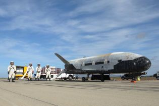 Загадочный космический корабль уже 720 суток вращается вокруг Земли. Что он там делает - знают только американцы