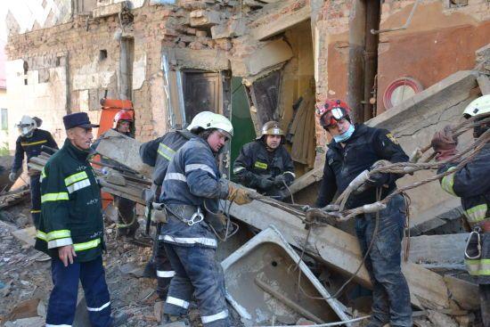 Обвал будинку у Дрогобичі. Рятувальники знайшли під завалами ще одне тіло