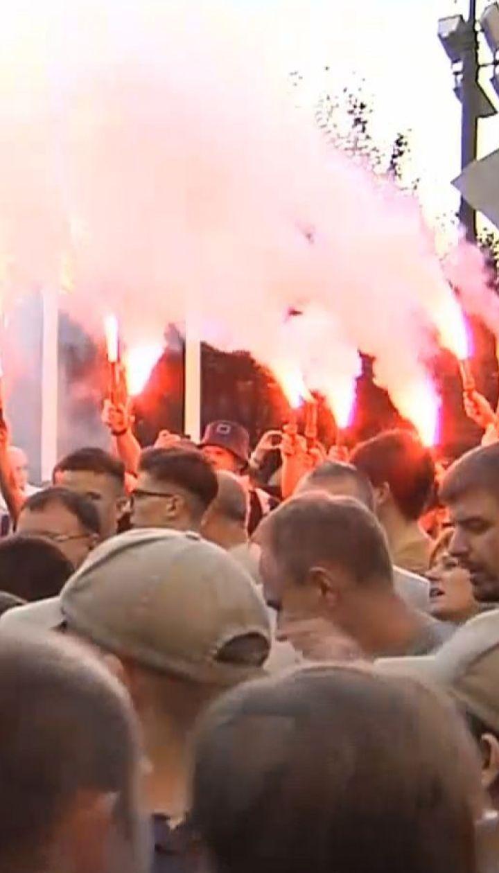 На Банковой митингующие выступают против переназначения Авакова