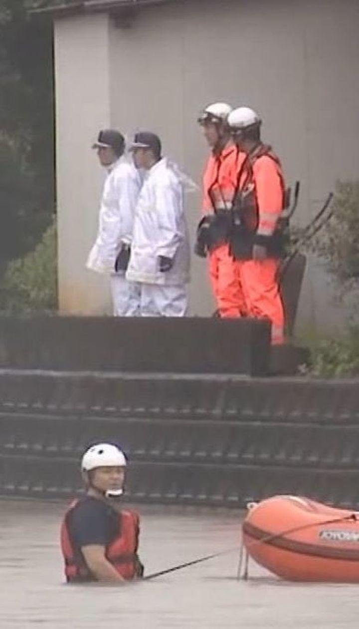 Потужні зливи у Японії забрали життя трьох людей