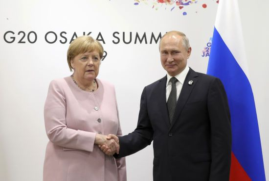"""Після розмови із Зеленським Меркель зателефонувала Путіну щодо """"нормандського формату"""""""