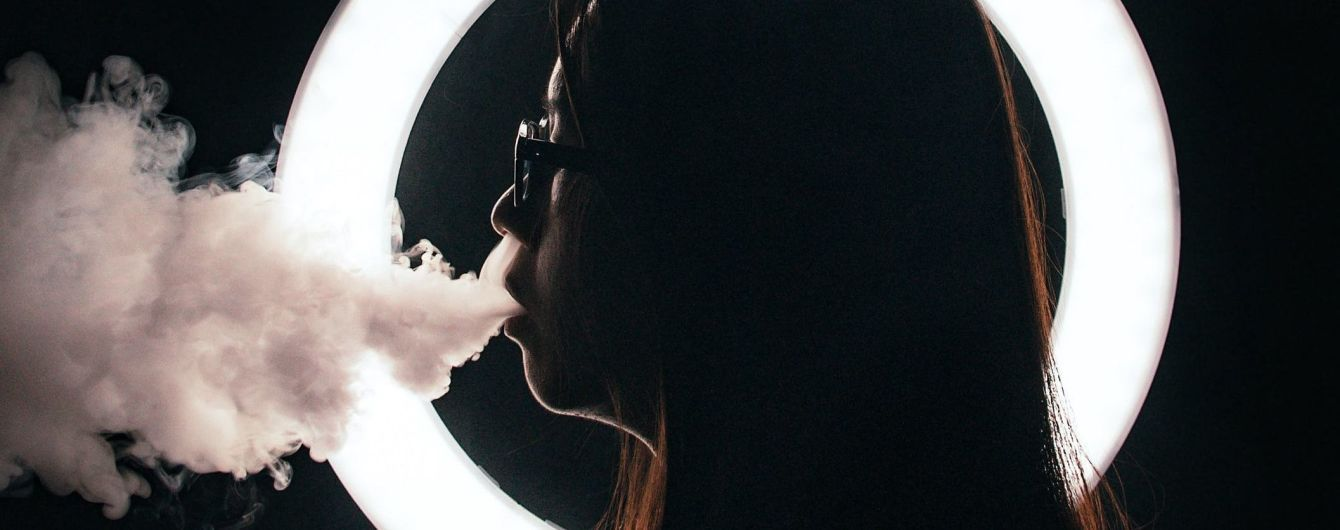 У США зафіксували першу смерть від вейпінгу, близько 200 осіб – з ураженням легень. Що відбувається та чи шкідливі електронні сигарети