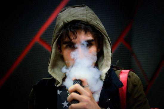 У США зростає кількість померлих після куріння е-сигарет