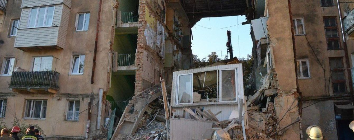 Більшість мешканців будинку, який обвалився у Дрогобичі, не визнали потерпілими. Чекають висновків експертів