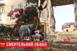 К обвалившемуся дому в Дрогобыче несут лампадки, а в храме отпели погибших
