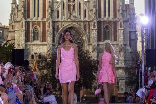 Коктейльные платья на фоне готического костела: ANASTASIIA IVANOVA представила новую коллекцию