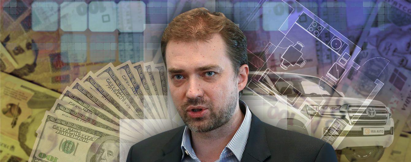 Дом в Киеве, внедорожник и $200 тыс. наличными: декларация министра обороны Загороднюка