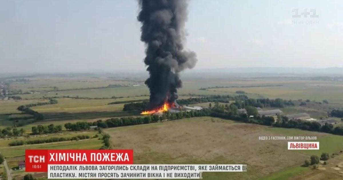Поліція відкрила кримінальне провадження через пожежу на складах хімпідприємства під Львовом