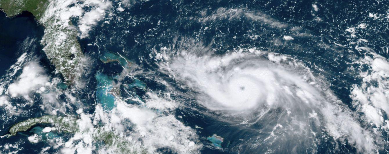 """Ураган """"Дориан"""" обрушился на Багамские острова со скоростью ветра до 298 километров в час"""