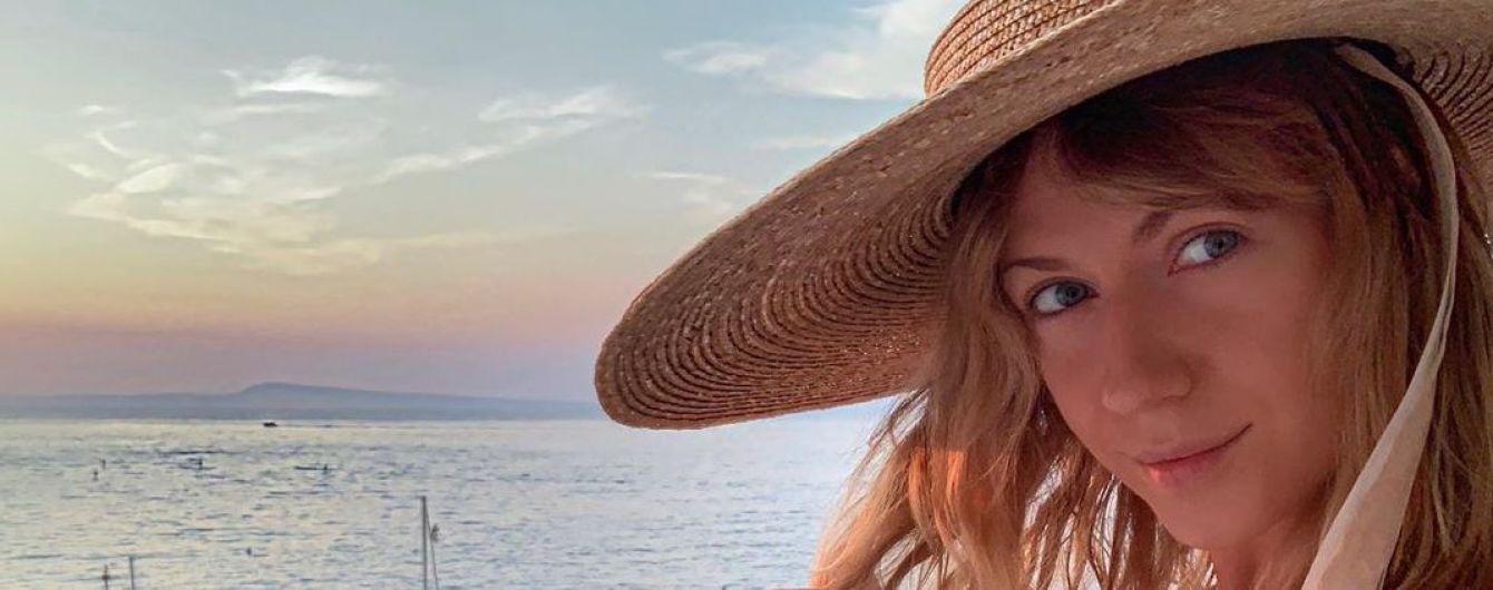 """""""Какая ты дурында"""": Леся Никитюк в купальнике забавным танцем попрощалась с летом"""